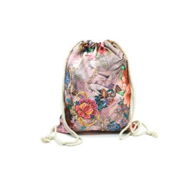 Női-hátizsák-divat-tornazsák-rózsaszín-farmerhatású-virágmintás-pakkolj-hu
